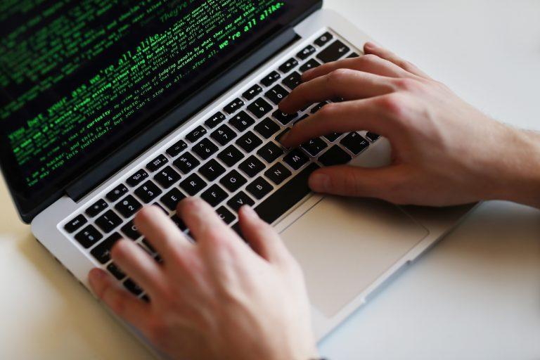 Fraudes digitais são perigo para quem não se previne